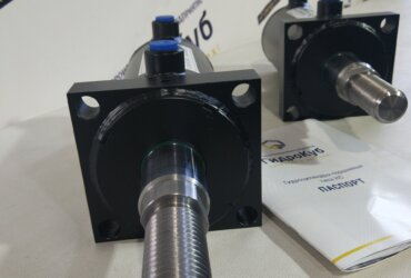 Welded hydraulic cylinders with front flange, stroke 300