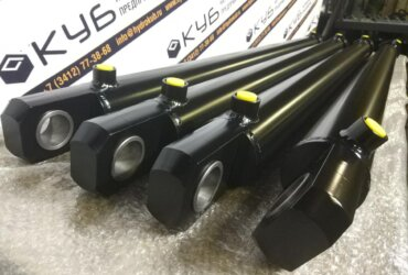 Welded hydraulic cylinders with lifting eye bolts