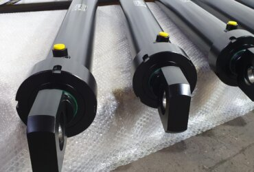 Welded hydraulic cylinders with lifting eye bolts, stroke 850