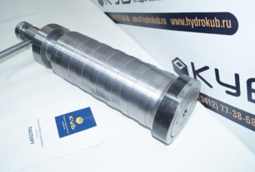 Hydraulic cylinder, removable cap