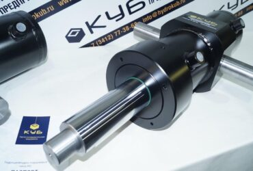 Welded hydraulic cylinders with pivot bolt
